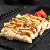 Суши-пицца с лососем Фото