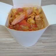 Вок с копчёностями в томатном соусе Фото