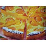 Бисквит с абрикосом и сливками Фото