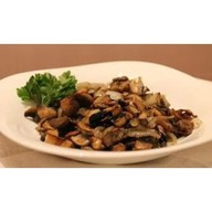 Белые грибы, жаренные с луком и сметаной Фото