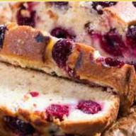 Бисквит с вишней Фото
