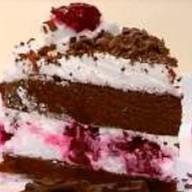 Торт шоколадный с клубникой и фруктами Фото