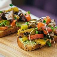 Брускетта с печеными овощами Фото