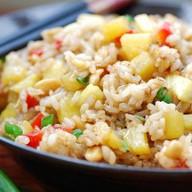 Рис с овощами, яйцом и грибами в соусе Фото