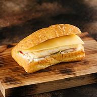 Бутер с сыром, ветчиной и омлетом Фото