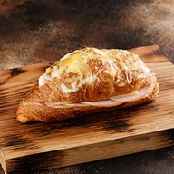 Круассан ветчина-сыр Фото