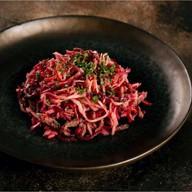 Салат с говядиной, маринованными овощами Фото