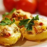 Potato skins с курицей и корнишонами Фото