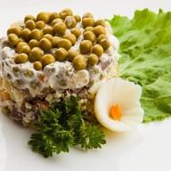 Традиционный русский салат Фото