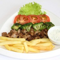 Мясо с брокколи и фри Фото
