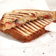 Сэндвич по-гречески с соусом песто Фото