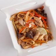 Wok курица и грибы в соусе терияки Фото