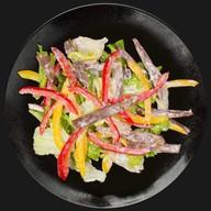 Салат с говядиной и сладким перцем Фото