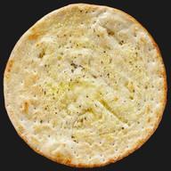 Хлебная лепёшка фокачча с чесноком Фото