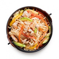 Удон со свининой и овощами в соусе Фото