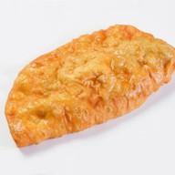Чебурек с сыром и зеленью Фото