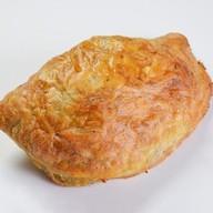 Пирожок печеный с мясом и баклажанами Фото