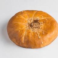 Пирожок осетинский с курицей и орехом Фото
