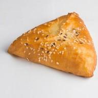 Пирожок осетинский с рыбой и сливками Фото