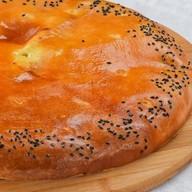 Пирог осетинский с сыром и  картофелем Фото