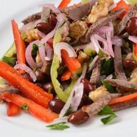 Салат с фасолью и говядиной Фото