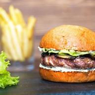 Бургер с говядиной и баклажанами Фото