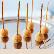 Творожный кейк-попс соленой карамелью Фото