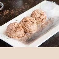 Мороженое шоколадное со сливочным сыром Фото