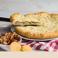 Пирог с яблоками и грецким орехом Фото