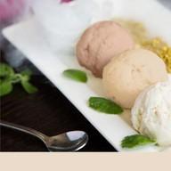 Мороженое фруктовое с мятой Фото