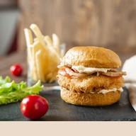 Бургер с хрустящей курицей Фото