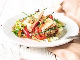 Салат овощной с печеным сыром - Фото
