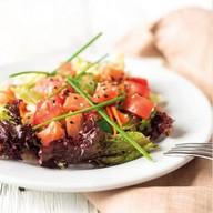 Салат с семгой и овощами Фото