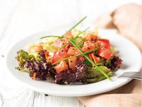 Салат с семгой и овощами - Фото