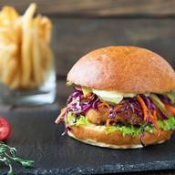 Бургер с курицей,краснокочанной капустой Фото