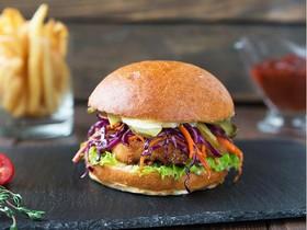 Бургер с курицей,краснокочанной капустой - Фото