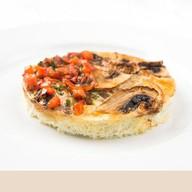 Фриттата с грибами и овощной сальсой Фото
