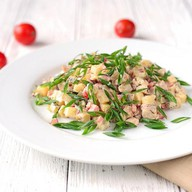 Салат с копченым окороком Фото