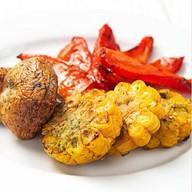 Гарнир из овощей на мангале Фото
