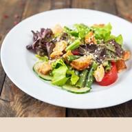 Салат с копчeной сeмгой Фото