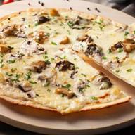 Пицца с лесными грибами Фото