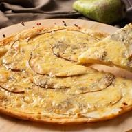 Пицца с грушей и сыром дор-блю Фото