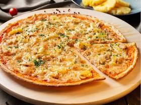 Пицца с курицей и ананасом - Фото