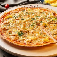 Пицца с курицей и ананасом Фото