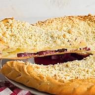 Пирог с творогом и чeрной смородиной Фото