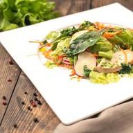 Салат с куриным филе и соусом тар-тар Фото