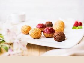 Ассорти из пирожных шу - Фото