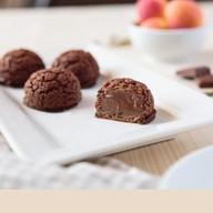 Пирожные шу с шоколадным кремом Фото