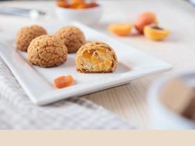 Пирожные шу с абрикосовым кремом - Фото