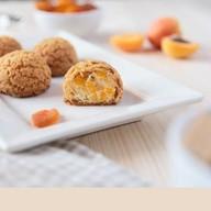 Пирожные шу с абрикосовым кремом Фото
